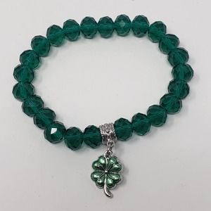 Green Faceted Glass Stretch Bracelet Clover Charm